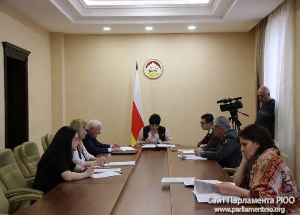 Комитет по бюджету и налогам Парламента РЮО заслушал отчет Национального банка