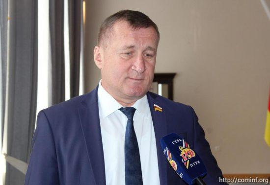 Парламенту и правительству необходимо совместно решать существующие проблемы, - Алан Тадтаев