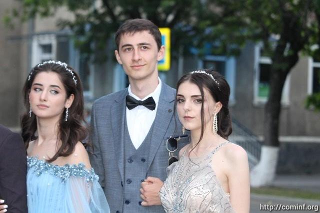 """Выпускной бал - 2020 в Цхинвале в фотоленте """"Рес"""""""