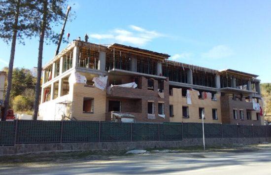 Продолжается строительство домов в Дзау