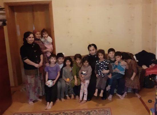 Жители Северной Осетии пожаловались на семью таджиков в миграционную службу после того, как им привезли еду и одежду